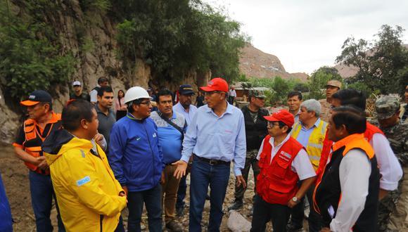 El mandatario indicó que se buscará vías alternas con el fin que llegue la ayuda necesaria para los habitantes del sector de Mirave. (Foto: Presidencia)