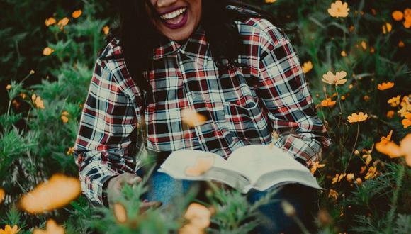 Muchas mujeres leen libros por placer, una actividad que las enriquece y llena de conocimientos. (Foto: Pixabay)