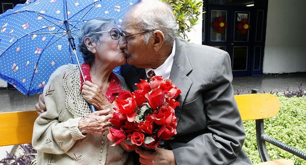 En la tercera edad, el amor se fundamenta sobre todo en la espiritualidad y la entrega. (Foto: GEC Archivo)