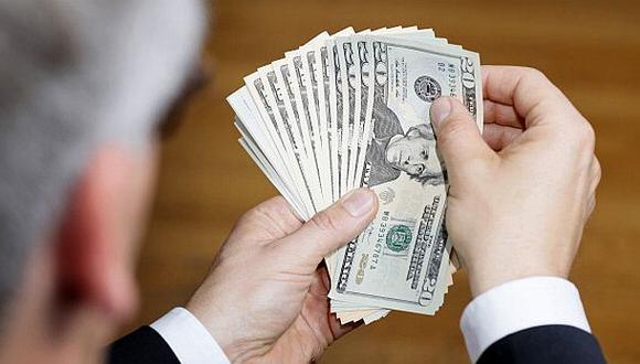 EEUU: Acusan a 3 personas por sobornos a fondo de pensiones