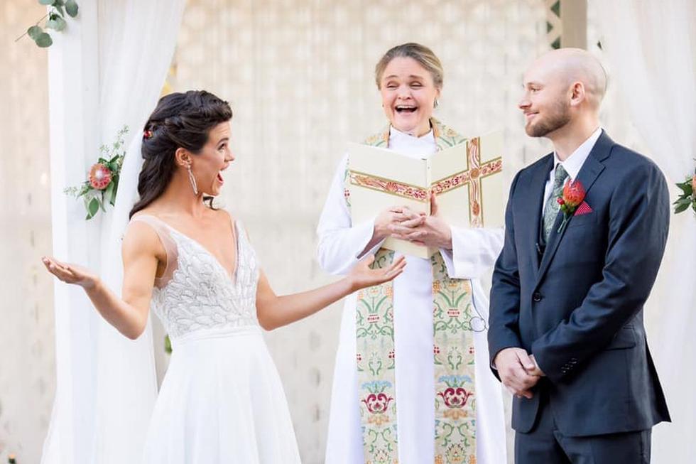 Una pareja estadounidense decidió de una forma bastante particular el apellido de matrimonio que llevará tras casarse a mediados de diciembre | Foto: Facebook /  Darcy Ward