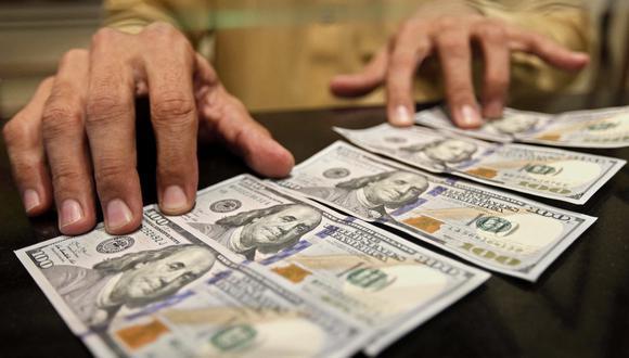 Como se recuerda, el dólar en Perú ya había llegado a una cotización histórica máxima este lunes, tras ubicarse en S/3,557. (Foto: EFE)