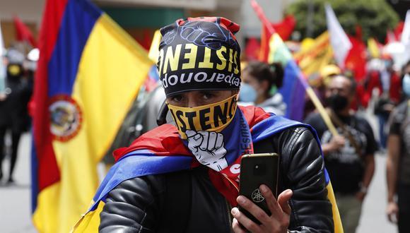 Manifestantes marchan contra el Gobierno durante el Día de la Independencia de Colombia. (EFE/ Mauricio Dueñas Castañeda).