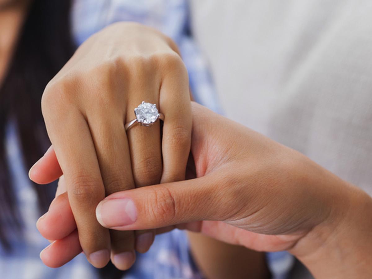 Anillo De Compromiso Y Matrimonio En Qué Mano Y Dedo Se Deben Usar Respuestas Mag