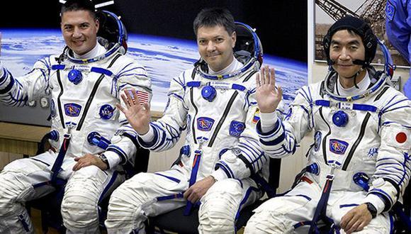 Tres astronautas regresan a la Tierra provenientes de la EEI
