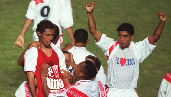 """Roberto Palacios inmortalizó la frase """"Te amo, Perú"""" en el 2-0 de la selección peruana ante Paraguay en el 2000. (Foto: Archivo Histórico GEC)."""