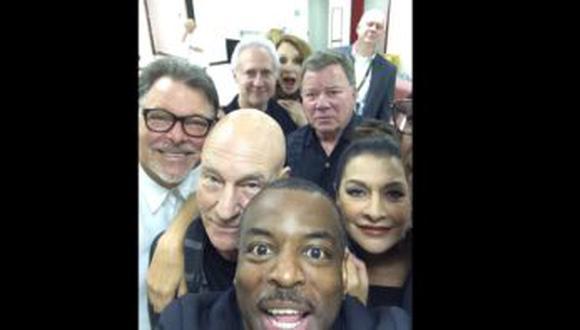 """Estrellas de la serie """"Star Trek"""" se juntaron en 'selfie'"""