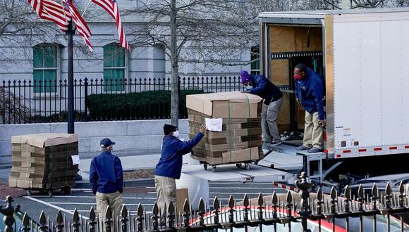 Personal de la Casa Blanca ya empezó a retirar las cajas de los trabajadores y asesores cercanos del mandatario saliente, Donald Trump. El mismo 20 de enero se realiza la mudanza de la residencia presidencial. REUTERS