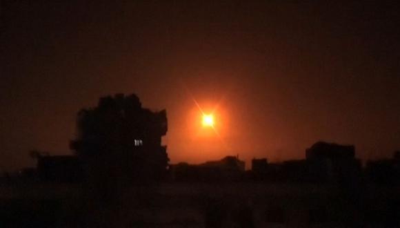 Israel ha bombardeado repetidamente objetivos de estas milicias en Siria, con la intención de poner fin a la presencia iraní en este país. En la imagen, ataques aéreos israelíes mataron a 12 combatientes pro-iraníes en Siria el 6 de febrero. (Foto: AFP).