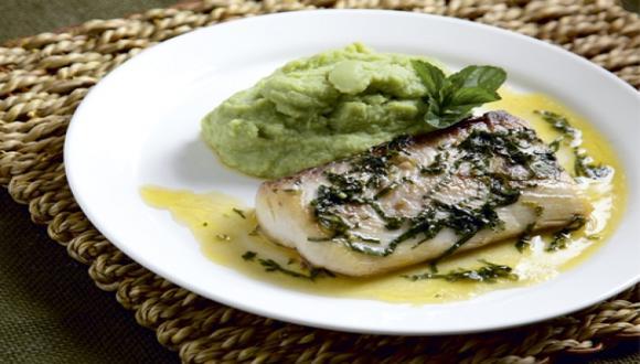 Pescado en salsa de limón y hierbabuena
