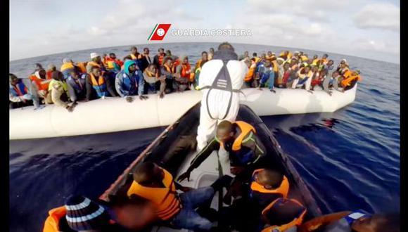 Dramáticos rescates de inmigrantes en el mar de Italia (VIDEOS)