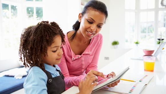 La educación a distancia ha cambiado por completo el mecanismo de aprendizaje en los más pequeños del hogar. En esta nota, te contamos qué consejos puedes aplicar para apoyarlos en el proceso de enseñanza. (Foto: Shutterstock)