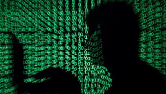 Según la investigación, los atacantes tienen la posibilidad de tomar fotografías de lo que ocurre en el ambiente donde está la computadora, así como también grabar el sonido ambiental. (Foto: AFP)