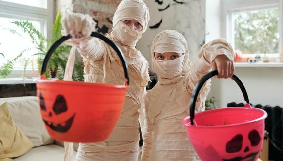 Leer cuentos, hacer recetas terroríficas o ver películas son opciones para hacer Halloween. (Foto: Daisy Anderson - Pexels)