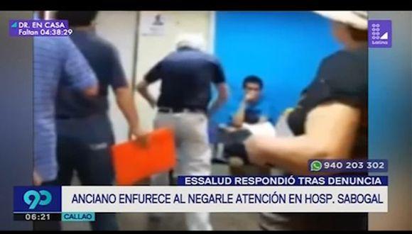 En un video se mostró la desesperación de un anciano para reclamar que lo atiendan en el hospital Sabogal de EsSalud. (Captura: Latina)