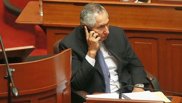 AP-FA pide renuncia de René Cornejo tras acusación a su asesor