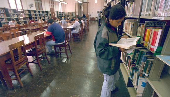 Los estudiantes son los más asiduos visitantes de la Biblioteca Nacional.2003 (Foto: GEC Archivo)