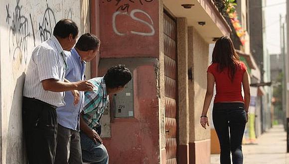 La mayoría de casos de acoso sexual callejero fueron realizados por desconocidos, según el estudio realizado por dos organizaciones. (Foto referencial / Archivo GEC)