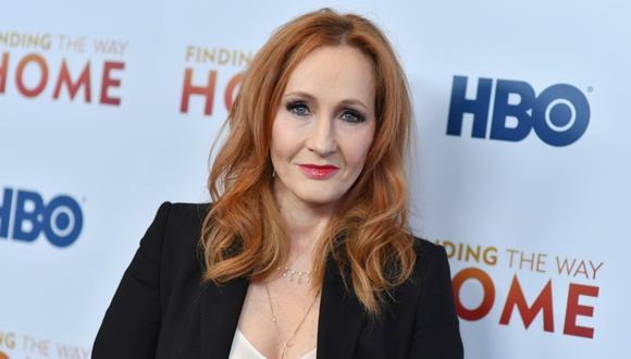J. K. Rowling se convirtió en blanco de duras críticas por comentario en Twitter. (Foto: AFP)