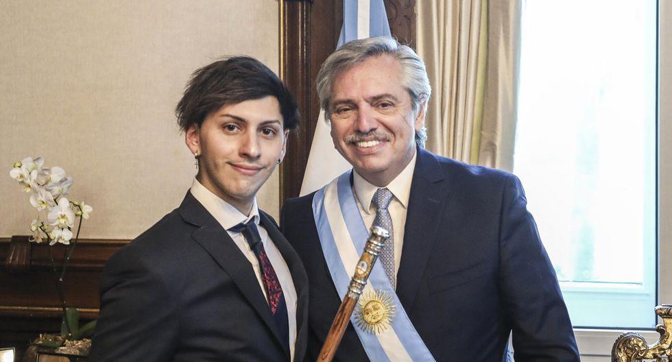 Estanislao Fernández acompañó a su padre Alberto en la toma de mando el último 10 de diciembre. Lo hizo con una bandera LGTBIQ en la solapa de su traje.