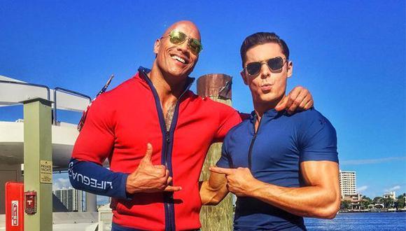 """Zac Efron y Dwayne Johnson 'The Rock' como los nuevos socorristas convertidos en héroes de """"Baywatch"""". (Foto: Instagram)"""