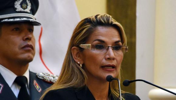 """La presidenta interina de Bolivia, Jeanine Áñez, dijo que el expresidente Evo Morales, que está asilado en México, """"no está habilitado"""" para postularse a un cuarto mandato en las próximas elecciones. (Foto: AFP)"""