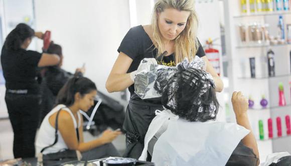 Peluquerías y barberías ya pueden ofrecer sus servicios a domicilio desde el 25 de mayo. (Foto: Archivo)