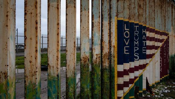 Los negociadores aún no acuerdan cuánto dinero destinará el Congreso para el muro fronterizo que prometió Trump, además del número de migrantes que las autoridades pueden detener. (AFP)