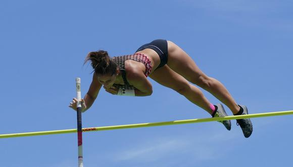 Con solo tres años practicando salto con garrocha, Nicole Hein ha logrado subir a los 4,20 metros su marca nacional. (Foto: Facebook)