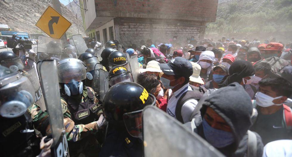 Más de 700 personas que buscan regresar a Huancavelica están retenidas en Corcona a la espera de ayuda para trasladarse a sus ciudades de residencia. (Fotos: Hugo Curotto/GEC)