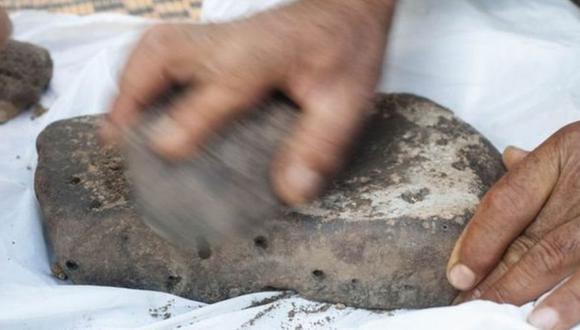 El análisis de los restos bajo el microscopio reveló indicios de que los cereales habían sido molidos, tamizados y amasados. (ALEXIS PANTOS)