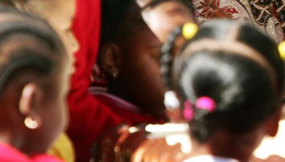 Sudáfrica: Colegio obligaba a las alumnas a alisarse el cabello