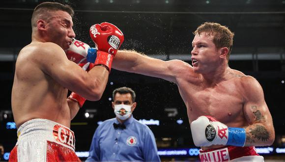 Canelo Álvarez pelea ante Billy Joe Saunders, en directo desde Dallas por el título supermediano del CMB. FOTO: AFP