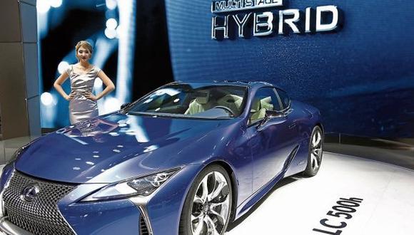 Marcas como Lexus (en la foto, durante una exposición en Ginebra), Toyota y Hyundai apuestan por los híbridos.