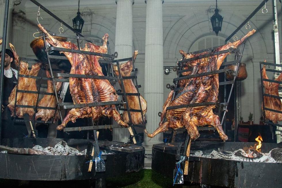 Los invitados a la fiesta de los chefs  experimentaron el afamado asado de Argentina. (Foto: 50 Best Latam)