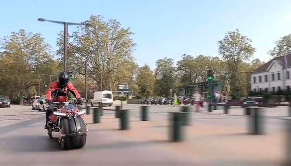 Mira cómo funciona la moto con motor V8 de Maserati [VIDEO]