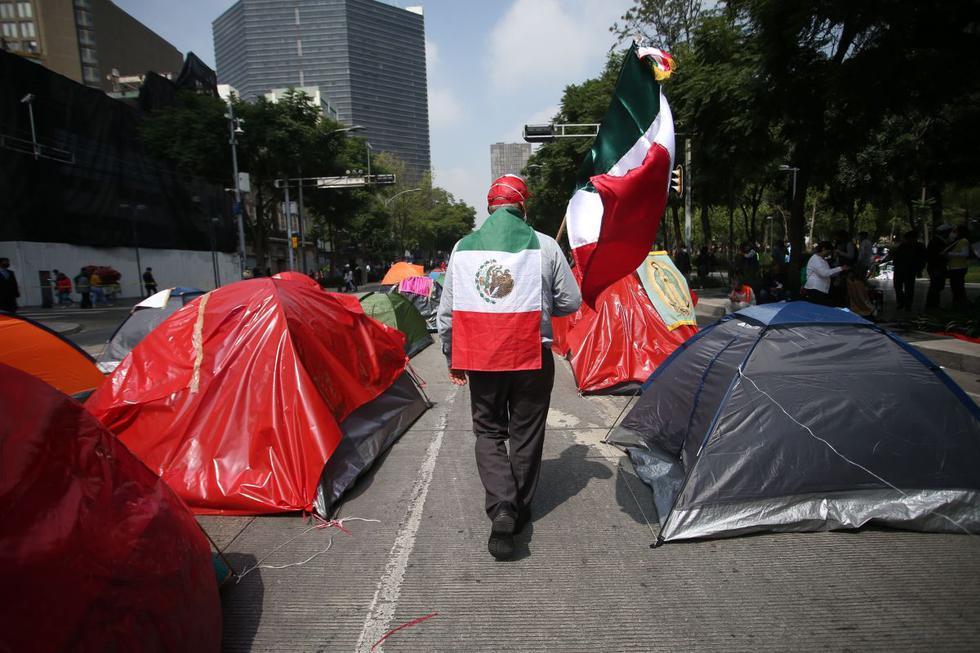 Vista del plantón de los seguidores y miembros del Frente Nacional Anti-AMLO (Frenaa), que continúa bloqueando el Paseo de La Reforma y la Avenida Juárez, con tiendas de campaña en Ciudad de México. (EFE/Sáshenka Gutiérrez).
