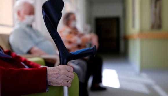 Se sabe que el brote se detectó el 7 de enero e infectó a los 48 residentes y 17 trabajadores que tiene el geriátrico.  las autoridades de España sospechan que se trate de la variante de coronavirus británica.  (Foto referencial: Reuters)
