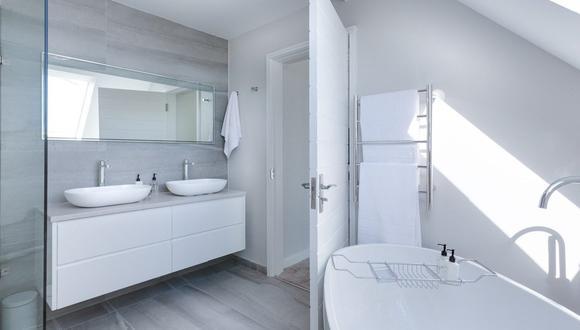 Además de la limpieza a profundidad es importante ventilar el cuarto de baño, abriendo bien las ventanas para que circule aire limpio. (Foto: Pixabay)