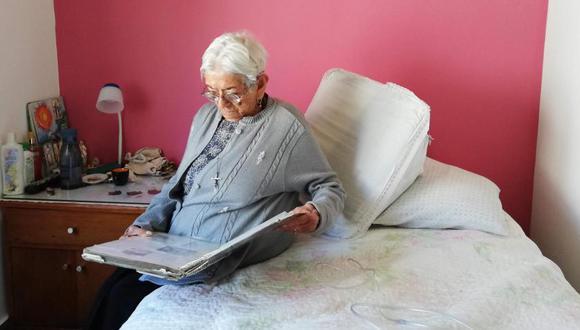 Eudosia Amaya, de 104 años, vive con su hija mayor, Florelba, en un apartamento en Soacha. Todos los días recuerda a la bebé que le quitaron hace 64 años. Foto: El Tiempo de Colombia/ GDA