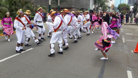 San isidro realizó pasacalle escolar por Fiestas Patrias