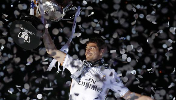 Iker Casillas levantando el trofeo de la Copa del Rey ganado con Real Madrid en el 2014 | Foto: REUTERS