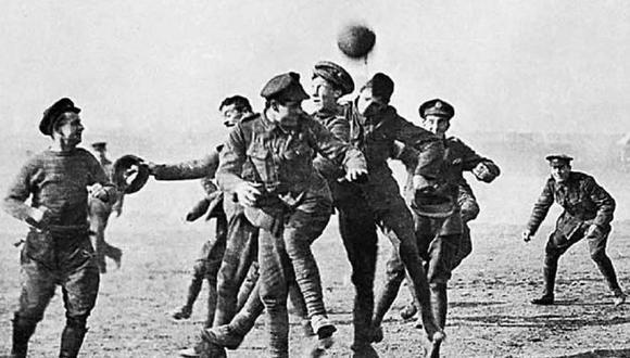 El día que el fútbol detuvo la Primera Guerra Mundial en Navidad. (Foto: Agencias)