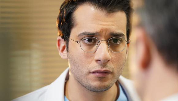 "Fırat Altunmeşe en una escena grabada en el hospital Berhayat para la telenovela turca ""Doctor milagro"" (Foto: Fırat Altunmeşe / Instagram)"