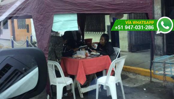 Chorrillos: negocio instala toldo, mesa y sillas en pista