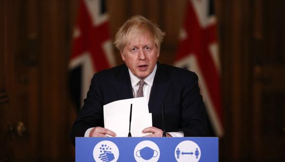 El plan de restricciones de tres niveles para frenar la pandemia de coronavirus que el primer ministro británico, Boris Johnson, quiere aplicar en Inglaterra desde el 2 de diciembre se tambalea ante el rechazo de diputados tories. (Foto: Jamie Lorriman / POOL / AFP).