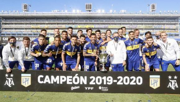 Boca Juniors alzó la copa de campeón de la Superliga argentina 2019-20. (Foto: Boca Juniors)