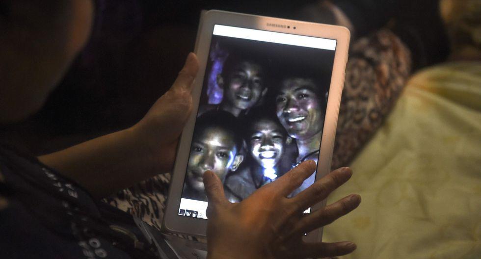 Tailandia: Los niños atrapados preguntan cuándo saldrán de la cueva. (AFP).