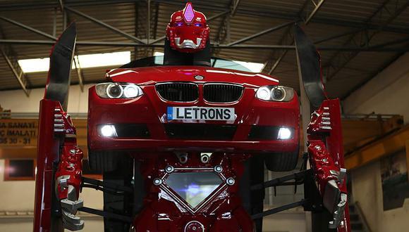 El modelo mueve cabeza, brazos y manos; y tiene la capacidad para interactuar con otros gracias a sus cámaras y altavoces. (Letrons.com)