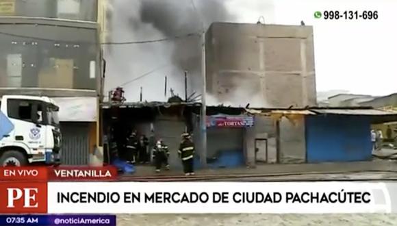 Se desconoce la causa del incendio pero se dice que este habría iniciado en un puesto de venta de celulares. Foto: Captura de imagen América Noticias
